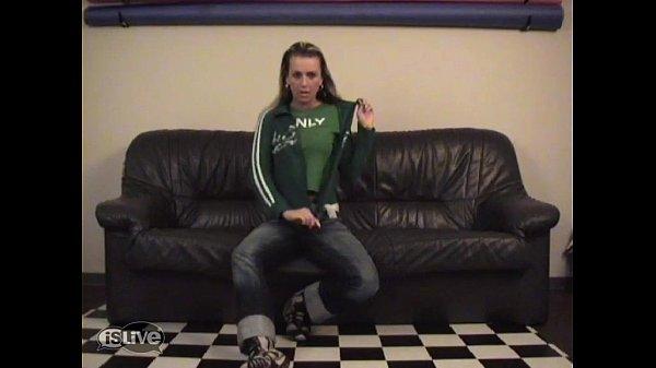 ruka-v-zhope-muzhikov-video-smotret-video-iz-eroticheskih-privat-chatov